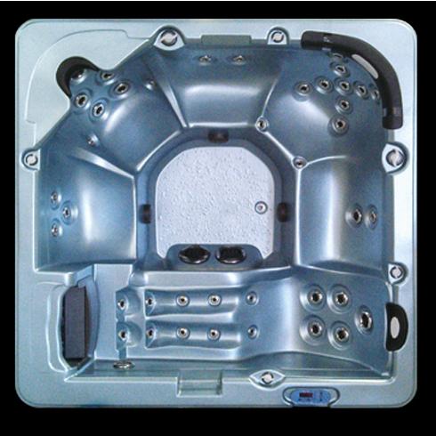 8200L hot tub